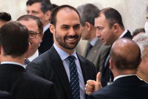 巴西議員提案:鐮刀斧頭為仇恨標誌 散佈者重罰