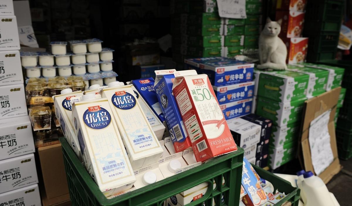 經歷了2008年「三聚氰胺」事件,以及2014年的奶價下跌和之後5年的痛苦掙扎,如今大陸乳業再次陷入困境。圖為示意照。 (Getty Images)