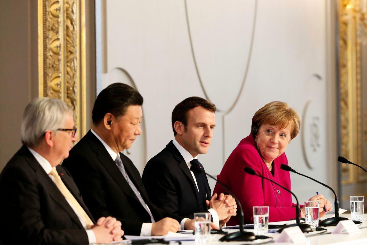3月26日在巴黎,法國總統馬克龍在與德國總理默克爾、歐盟主席容克與習近平會晤。(THIBAULT CAMUS/AFP/Getty Images)