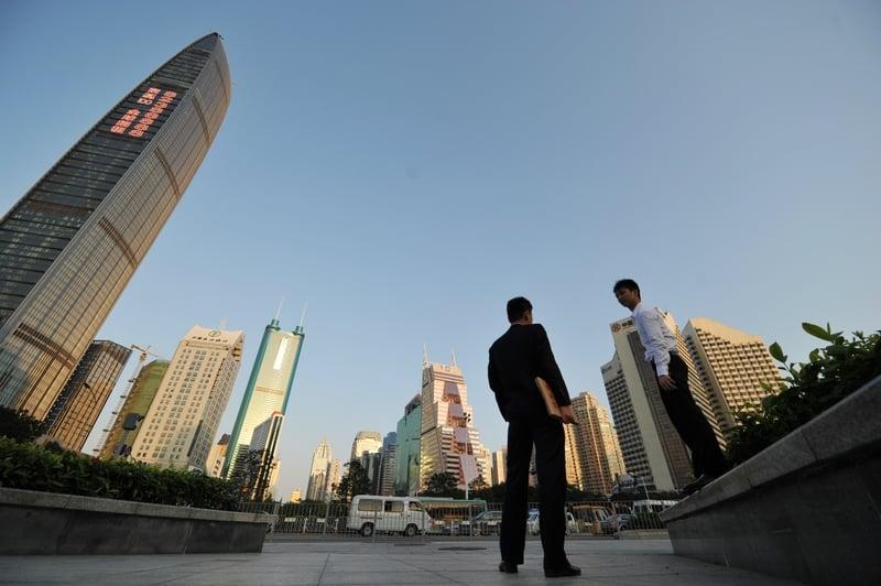 中共深圳住建局發佈二手樓參考價的通知,銀行將按照當局的指導價格放貸,變相將首期提高,置業人士的壓力大增。(Peter  PARKS/AFP/Getty Images)
