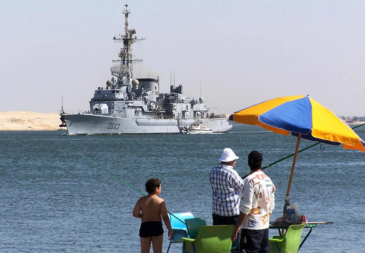 法國一艘驅逐艦於1月24日停靠在印度孟買,以深化兩國在印度洋地區的合作關係。圖為2006年6月2日,埃及伊斯梅利亞(Ismailia)附近海域的一艘法國驅逐艦。(AFP/Getty Images)