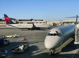 美國航空和達美航空停飛中國航班