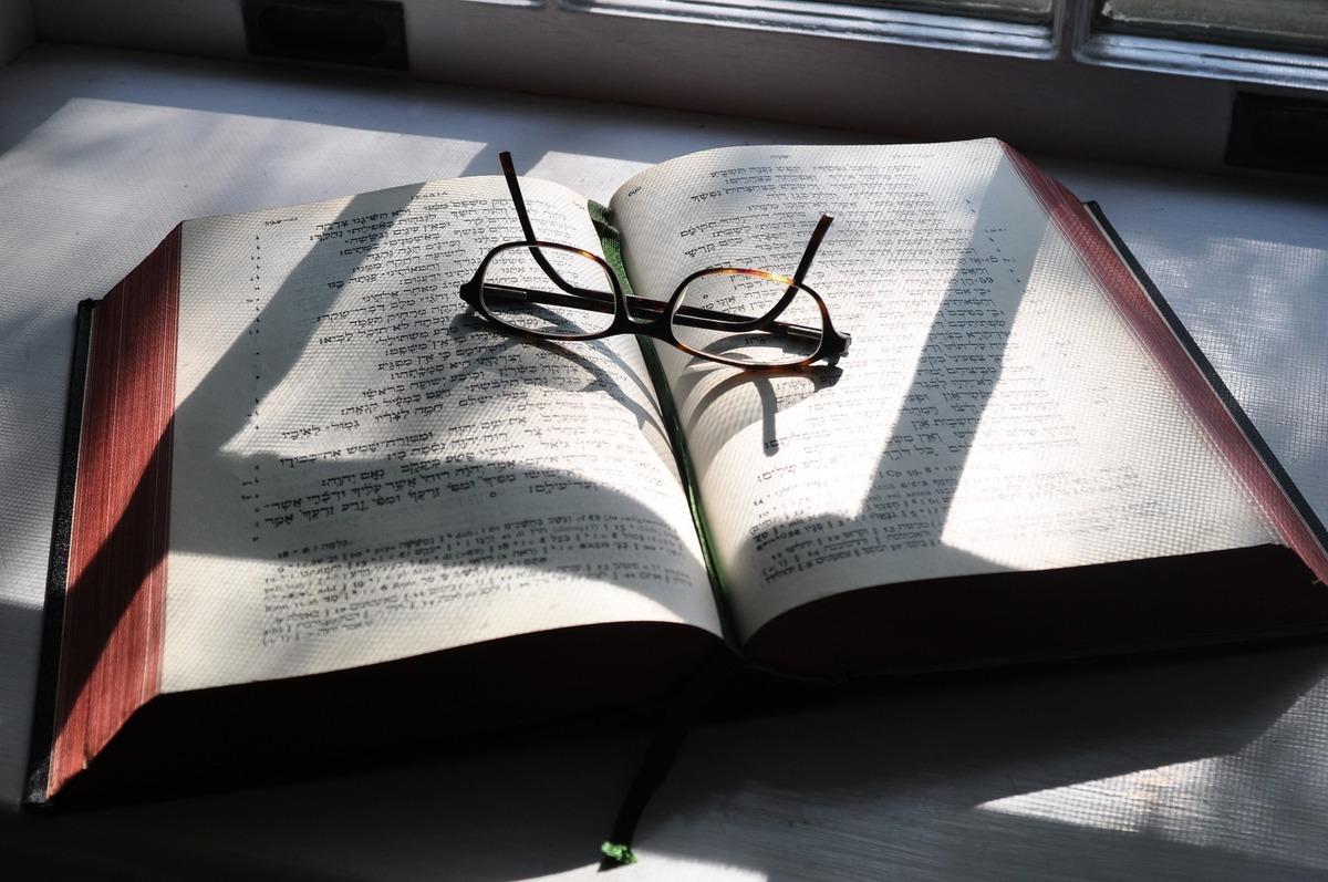 以色列聖經密碼專家格拉澤森(Matityahu Glazerson)預測說,美國總統特朗普將會連任。圖為《希伯來聖經》。(Pixabay)