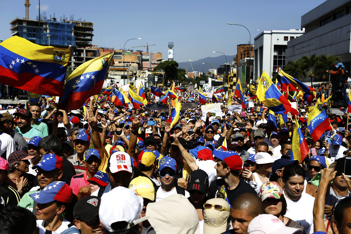 委內瑞拉人民起身反抗社會主義暴政,馬杜羅政權已岌岌可危。(Marco Bello/Getty Images)