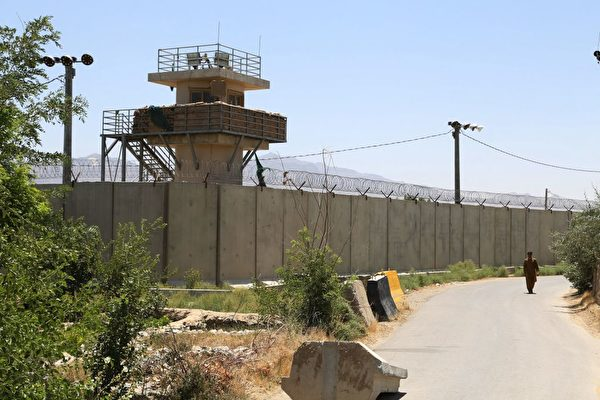 圖為巴格拉姆(Bagram)空軍基地。(ZAKERIA HASHIMI/AFP via Getty Images)