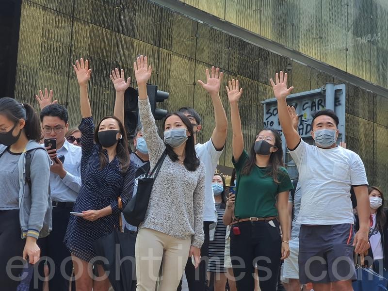 2019年11月15日,香港中環等商業區發起「和你Lunch」活動,要求港府回應港民的訴求。(孫明國/大紀元)