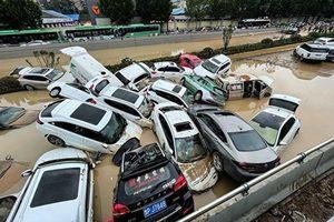 鄭州洪水後一片狼藉 屍體橫臥街頭 (多片)