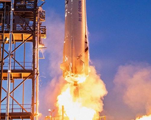 這張於2021年5月19日流出的照片顯示,藍色起源公司(Blue Origin)的新謝潑德(New Shepard)火箭正在德薩斯州西部進行發射。(Handout / BLUE ORIGIN / AFP)