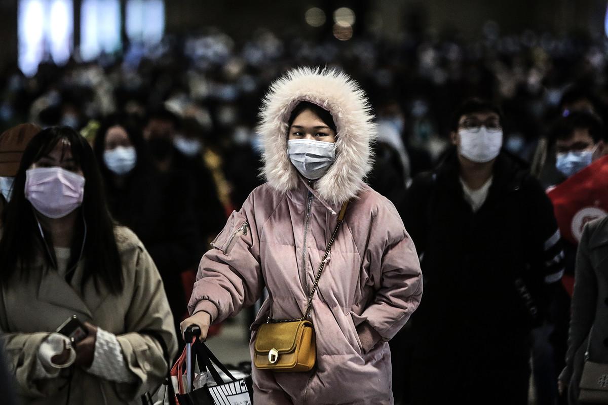 圖為2020年3月28日乘客到達武漢火車站。(Getty Images)