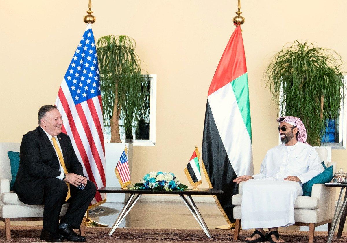 圖為阿拉伯聯合酋長國國家安全顧問塔赫羅·本·扎耶德·阿勒納哈揚(Tahnoun bin Zayed al-Nahya)8月26日在首都阿布達比會晤美國國務卿邁克·蓬佩奧。(阿拉伯聯合酋長國新聞社,WAM/AFP)
