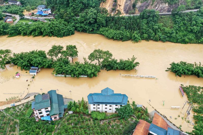 中國多地從2020年7月14日開始出現新一輪的強降雨天氣,西南地區東部、江漢、江淮等地進入「車輪戰」模式。((STR/AFP via Getty Images))