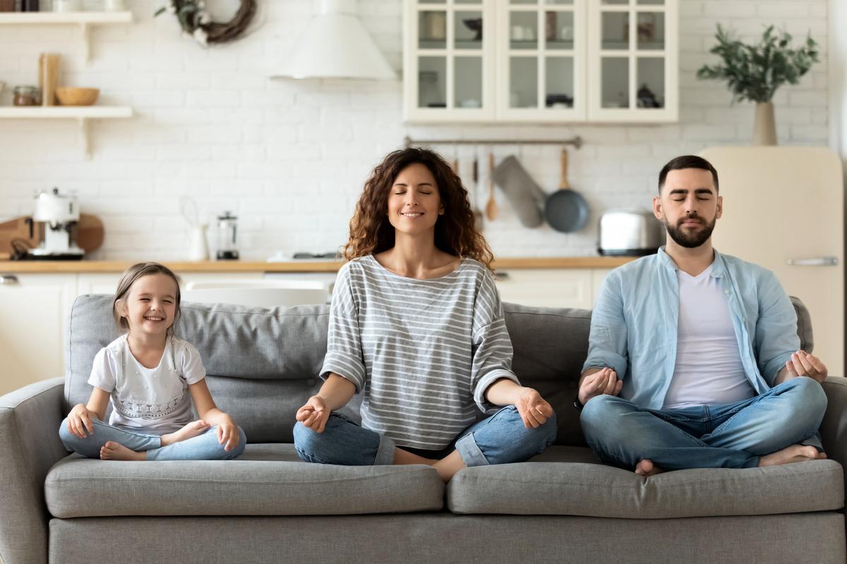 覺察練習(mindfulness,維基百科又譯為正念)是一種冥想練習,幫助人們把注意力放在當下並排除雜念,源自於東方佛、禪的冥想技巧,是西方心理學家把佛禪理論抽出一部份,在西方社會進行推廣的一種形式。(ShutterStock)