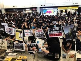 胡少江:「鐳射革命」和走向信用破產的香港警察