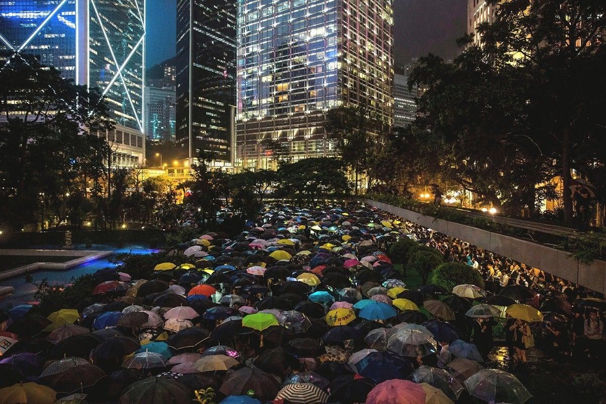 8月1日晚上,數千香港金融界人士參加在中環遮打花園舉辦的「快閃」集會。(Billy H.C. Kwok/Getty Images)