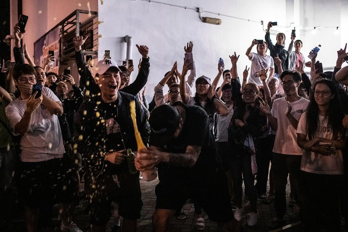 香港區議會選舉結果表明,香港民眾希望港府進行政治改革。(Philip FONG / AFP)