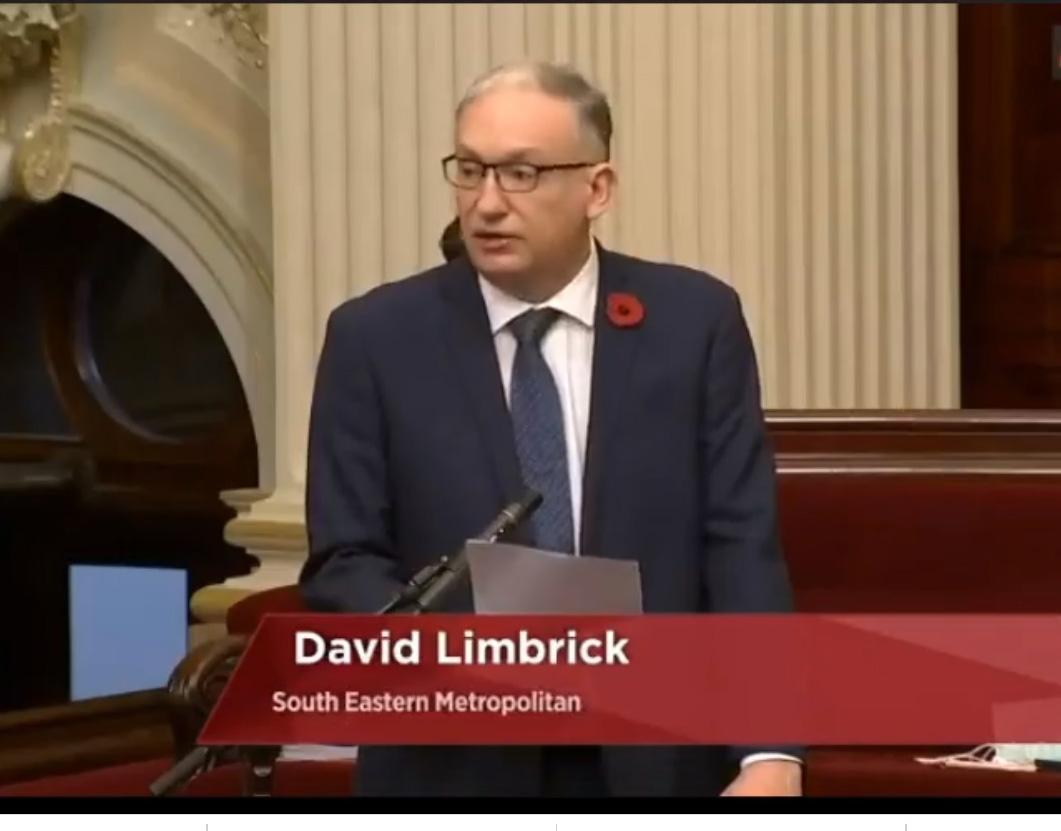 2020年11月11日,澳洲維州立法會議員林布里克先生(David Limbrick MP)在州議會會議上發言,讚揚法輪功學員勇敢地站出來反對中共的迫害,實踐他們的信仰。(明慧網)