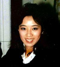 在20年前9·11恐襲中第一個報告劫機消息的華裔英雄空姐鄧月薇。(鄧月薇基金會)