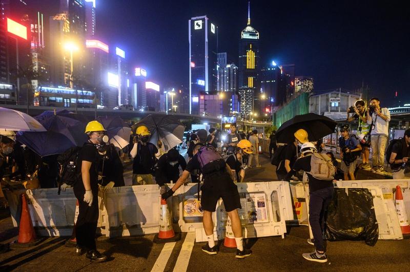 8月4日,香港告士打道及紅磡海底隧道港島出入口。(ISAAC LAWRENCE/AFP/Getty Images)(PHILIP FONG/AFP/Getty Images)