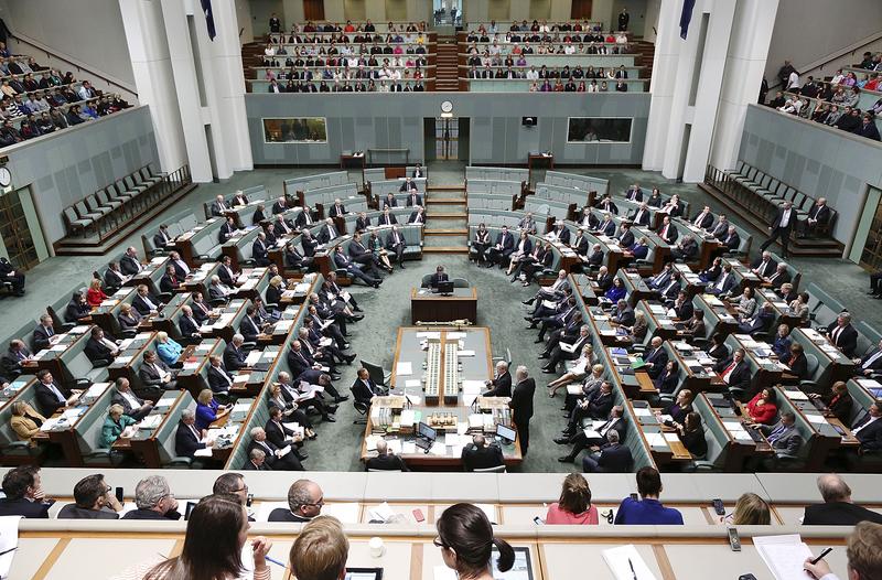 因應港版國安法引發的各種風險,澳洲政府可能會取消與香港之間的引渡條約。圖為澳洲國會大廈內的聯邦眾議院會議大廳。(Stefan Postles/Getty Images)