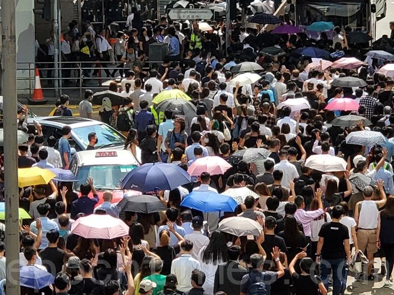 近日,香港頻傳港府將實行「緊急法」、「禁蒙面法」,周五(9月4日)下午民間發起「反緊急法遊行」。(駱亞/大紀元)
