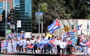 反抗共產極權洛杉磯集會 港人及各族裔現場聲援古巴人(多圖)