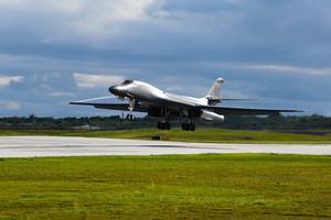 沈舟:美軍B-1B快速回應中共台海挑釁