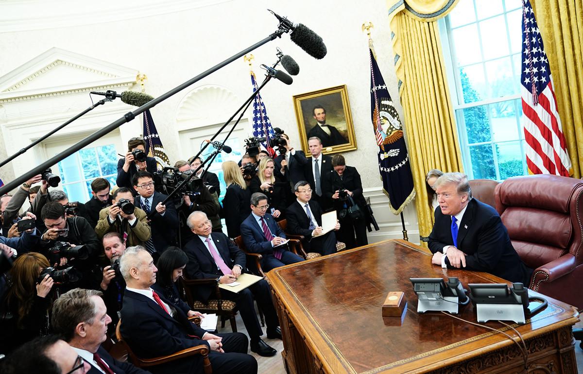 越來越多的美國人已經看到,中美貿易談判可能從無法從根本上解決中共的問題。(MANDEL NGAN / AFP)