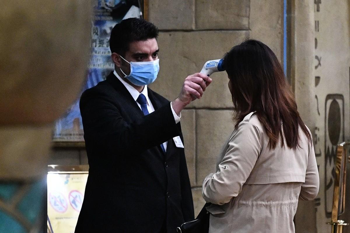 美國將在20個機場檢測中共肺炎患者。圖為機場檢測示意圖。(ANTHONY WALLACE/AFP via Getty Images)