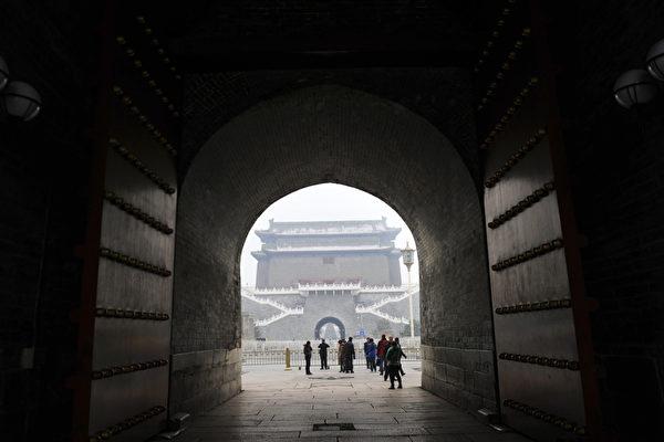 近日,《大紀元》獲得多份中共內部文件,曝光了中共借瀾湄合作,向「一帶一路」上的東南亞國家輸出其意識形態。圖為北京天安門一景。(WANG ZHAO/AFP/Getty Images)