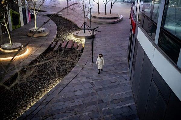 大陸失業數字難以估計,遠遠高於官方數字。圖為2020年2月25日,北京,一商場外空盪盪。(NICOLAS ASFOURI/AFP via Getty Images)