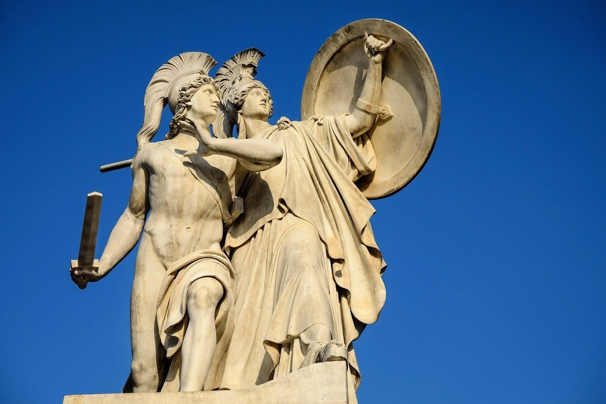 有猶太教拉比表示,推特和面書等科技巨頭封殺特朗普與其競選團隊的帳號,試圖審查言論的做法是對抗神的一場戰爭。圖為希臘諸神的塑像。(Pixabay)
