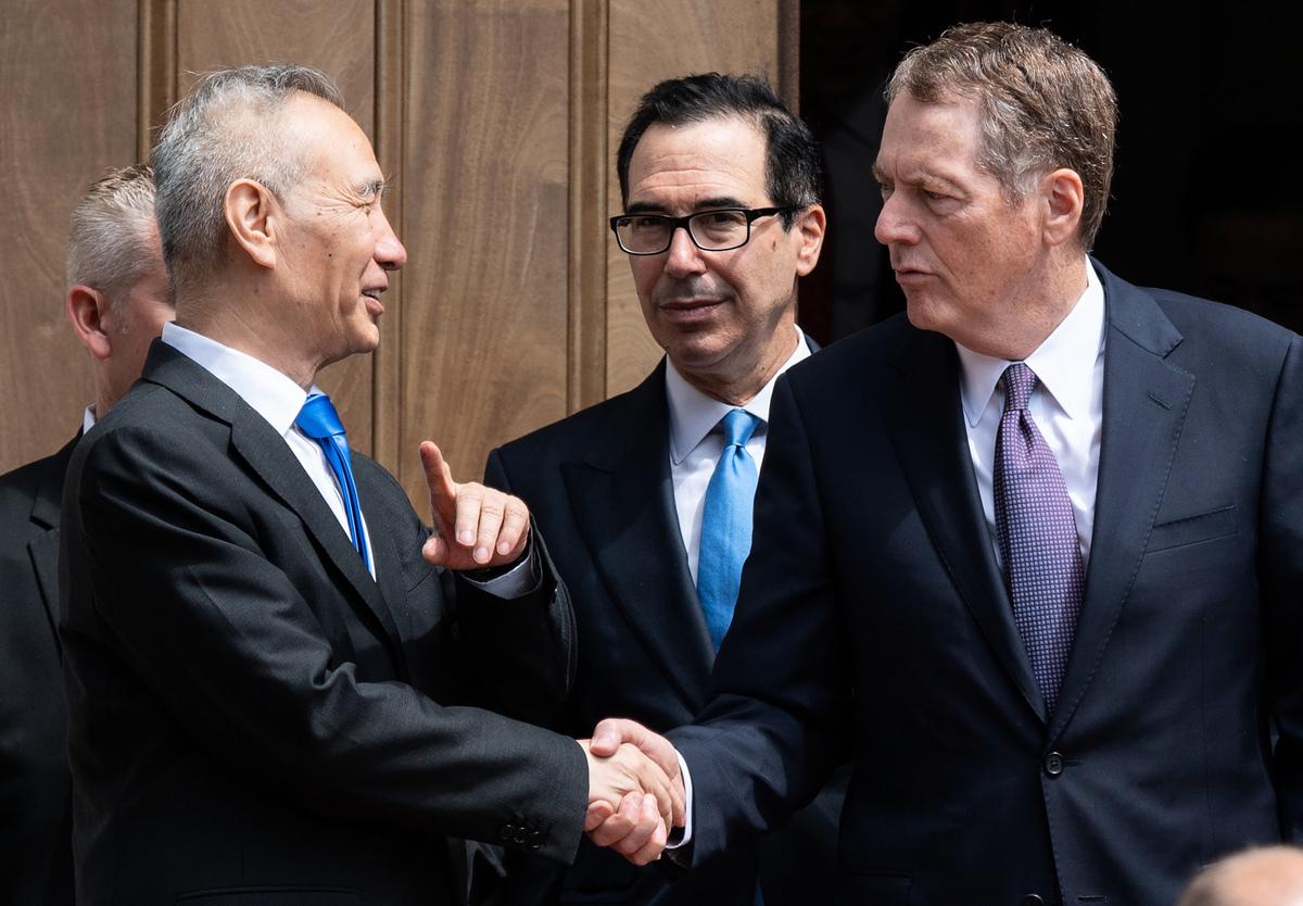 上周美國貿易戰風雲突變,最新一輪貿易談判無果而終,美國新一輪關稅徵收也已啟動,未來中美關係何去何從牽動人心。(SAUL LOEB/AFP)