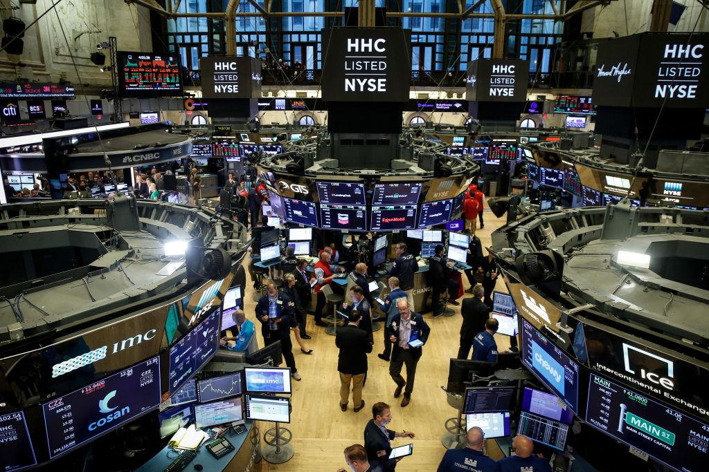 美國股市周三(7月3日)收於創紀錄高點。圖為紐約證券交易所 。(Drew Angerer/Getty Images)