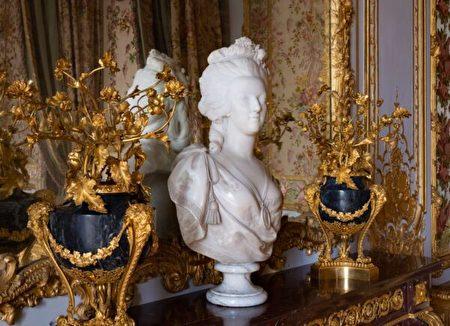 費利克斯·勒貢特(Felix Lecomte)於1783年創作的瑪麗·安東妮雕像。(Thomas Garnier/Chateau de Versailles,凡爾賽宮提供)