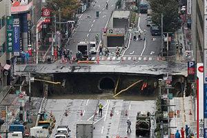 恐怖!日本福岡道路忽塌陷 如末日電影