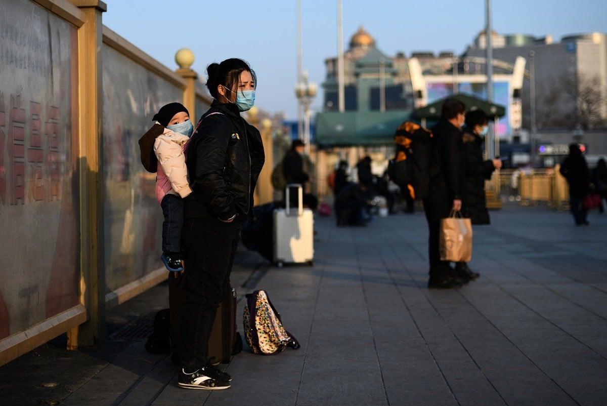 帶著新生兒回老家過年的茜茜,一家染上中共肺炎。示意圖。(NOEL CELIS/AFP via Getty Images)