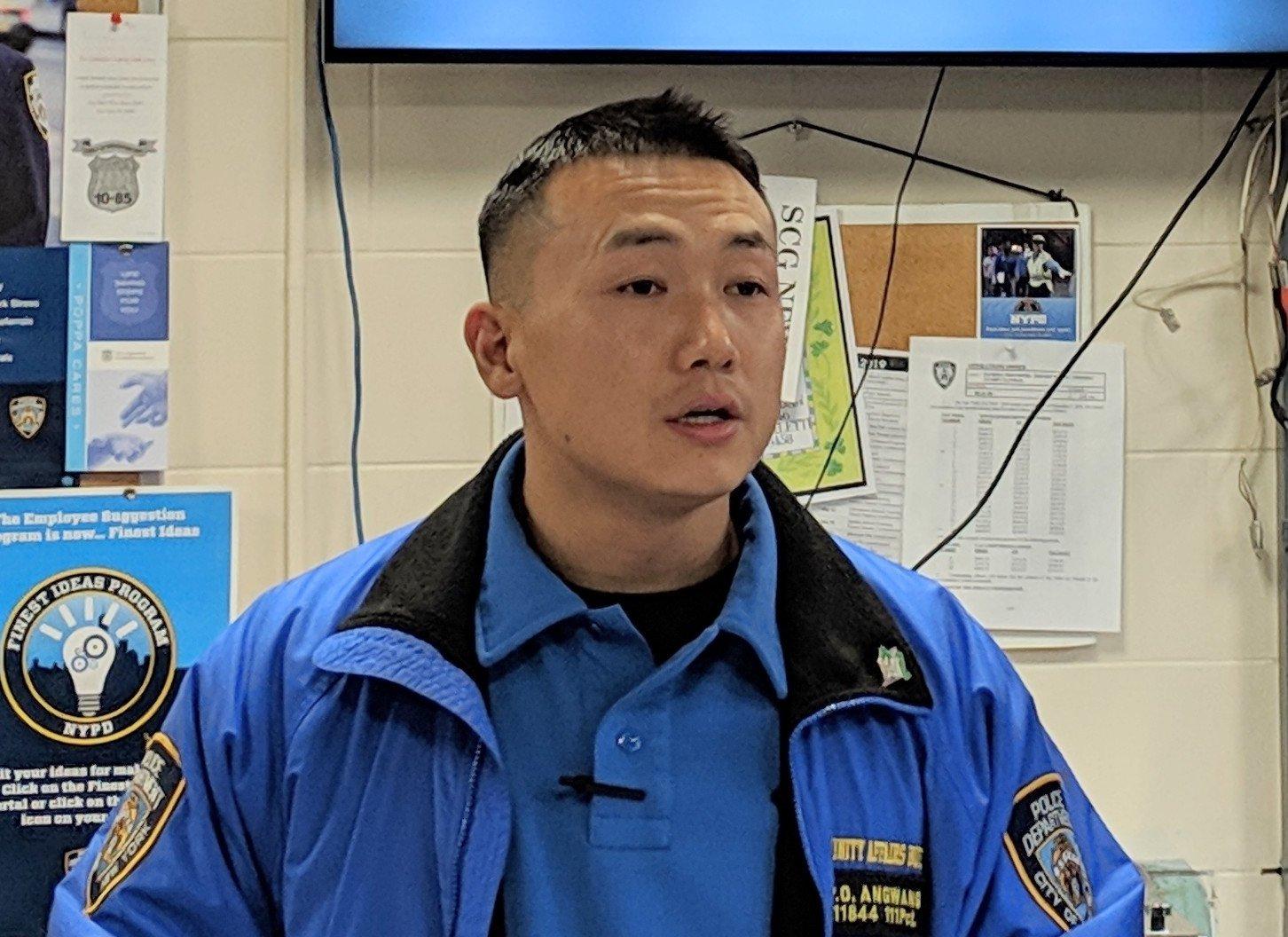 藏人團體:昂旺利用藏族警察身份為中共搞滲透 圖為紐約市警察局111分局藏族警察昂旺。(大紀元資料圖片)
