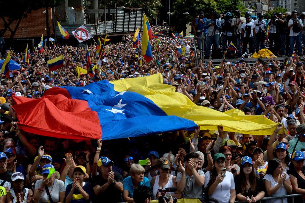 委內瑞拉政局上周瞬息萬變,令外界瞠目結舌,委國人民有機會唾棄社會主義專制政權。(FEDERICO PARRA/AFP/Getty Images)