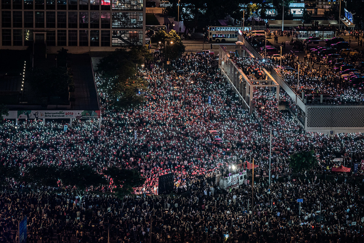 G20峰會前夕,約有過萬民眾聚集在香港中環愛丁堡廣場要求港府回應五大訴求。(Anthony WALLACE/AFP)