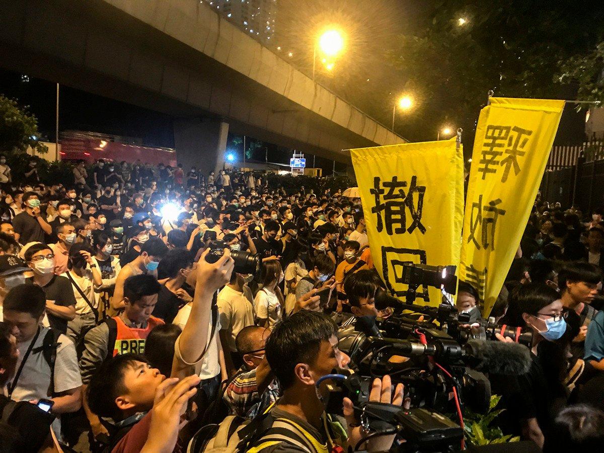 分析指,香港「反送中」和中美貿易戰之所以不斷升級都是由於中共只顧自身利益,不顧他人訴求的本質。(余鋼/大紀元)