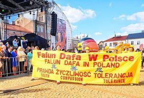 組圖:波蘭豐收節大遊行 法輪功受歡迎