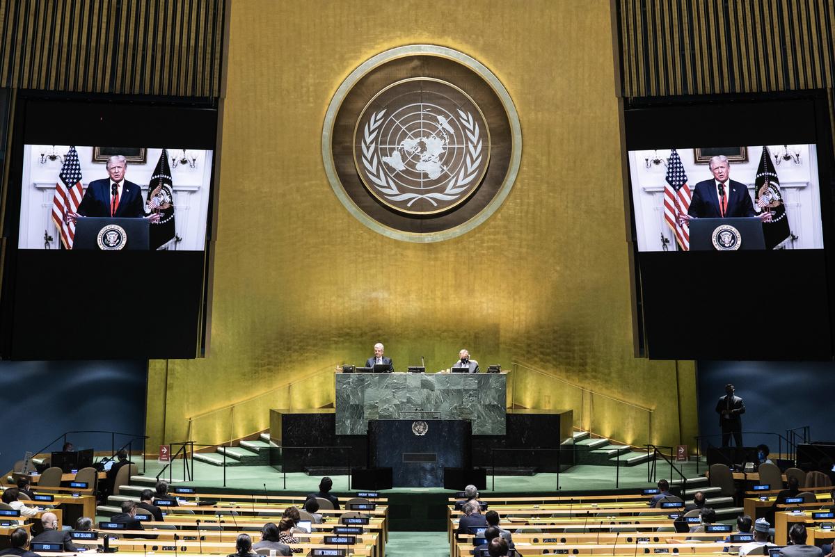 2020年9月22日,美國總統特朗普以影片方式參加聯合國成立75年大會,特朗普在演講中表示,聯合國必須要求中共對這次散播全球的中共病毒疫情負責。(Eskinder DEBEBE/UNITED NATIONS/AFP)