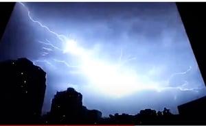 十二小時十四萬次閃電 湖北湖南網友被嚇醒