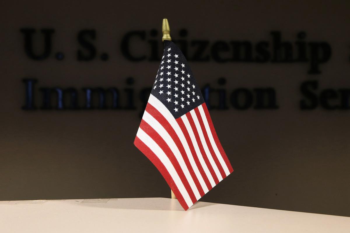 部份國家禁止外商將數據存儲在海外,為反制這些國家的做法,美國正在考慮設定H-1B非移民工作簽證的國家配額。(John Moore/Getty Images)