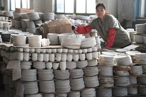 環保風暴不斷 山東臨沂陶瓷企業賠錢生產