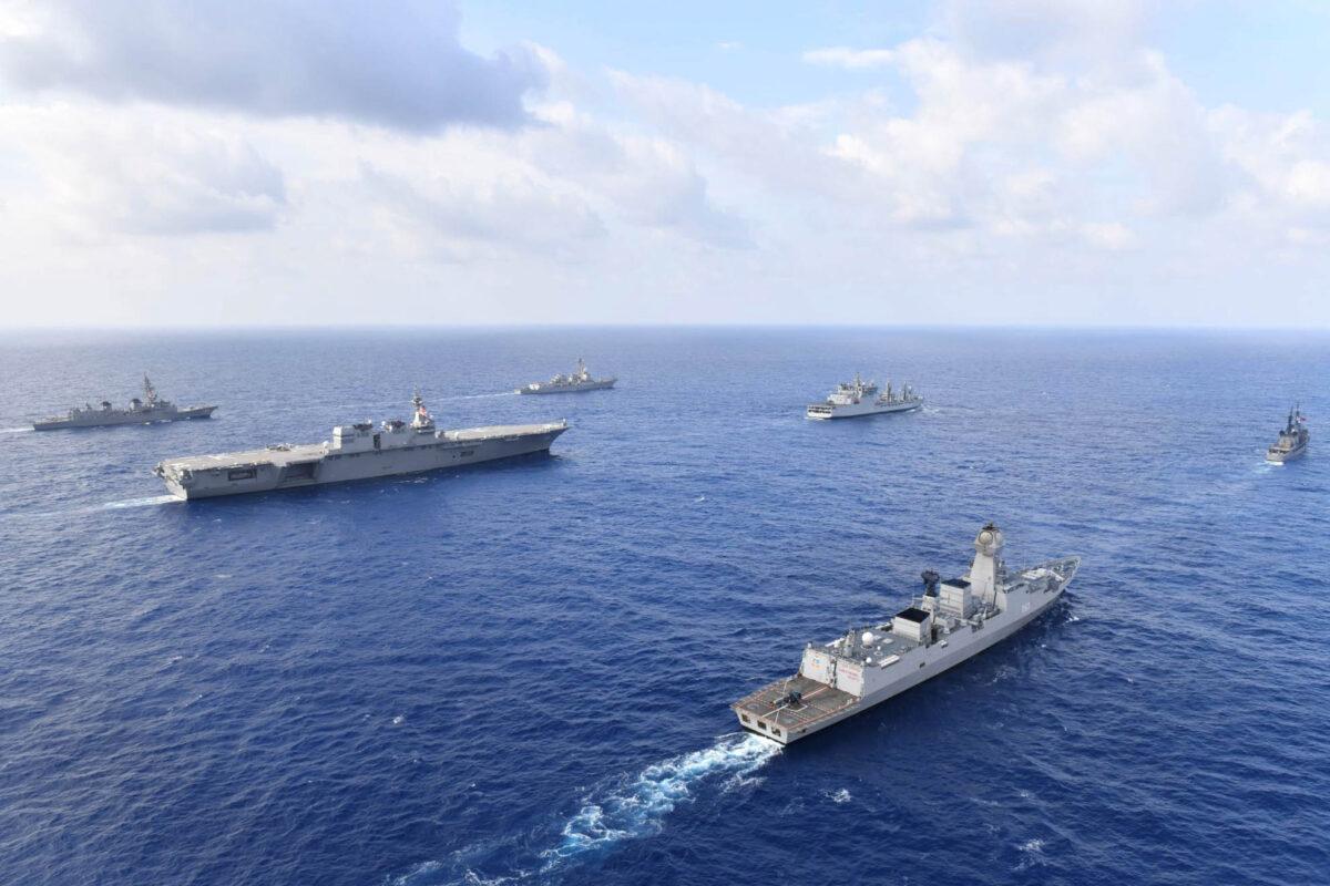 2019年5月,美國、日本、印度和菲律賓的海軍艦艇在南海進行編隊演練和通信操演。(日本海上自衛隊/美國海軍)
