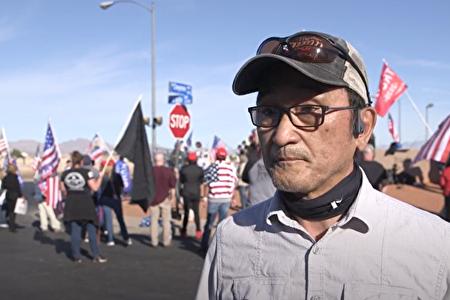 拉斯維加斯日裔居民五十嵐義(Tadashi Igarashi)是一名綠卡持有者,但今年他卻變成了一名「活躍」選民。(張文剛/新唐人)
