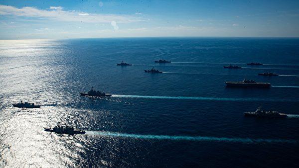 2020年11月5日,列根航母(CVN76)艦隊與日本海上自衛隊和加拿大海軍的護衛艦,在日本附近海域編隊航行,「利劍」演習(Keen Sword 21)落幕。(美國印太司令部)