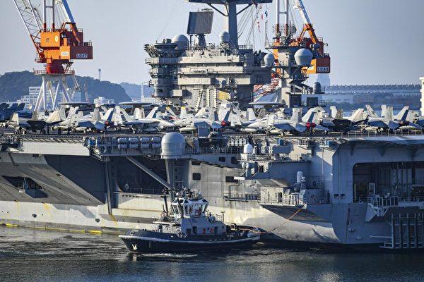 2021年8月31日,美軍卡爾文森號航母(CVN70)部署日本基地,保持隨時戰備響應,甲板上擺滿了艦載機。(美國印太司令部推特)