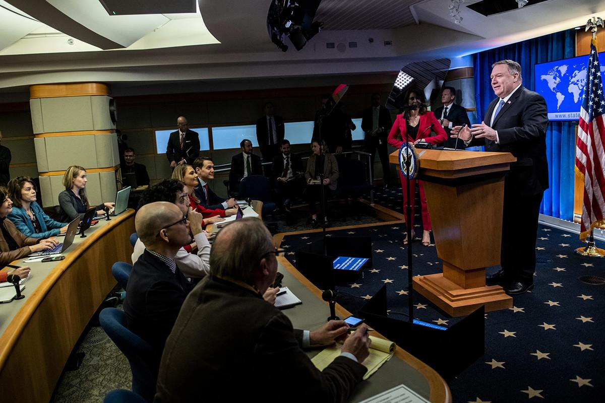 2020年3月5日,美國國務卿蓬佩奧面對媒體時,再次敦促中共更加公平對待在中國工作的外國媒體。(Eric BARADAT/AFP)
